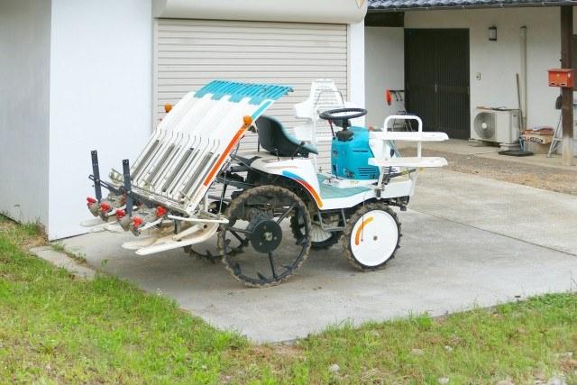 オーダーメイドの車庫を作るなら【ノジョウ金属】にお任せ!価格に関する相談もお気軽に~車や農機具も格納可能~